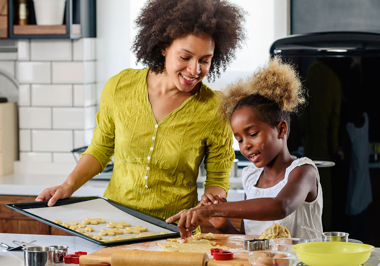 mother-teaching-child-to-cook