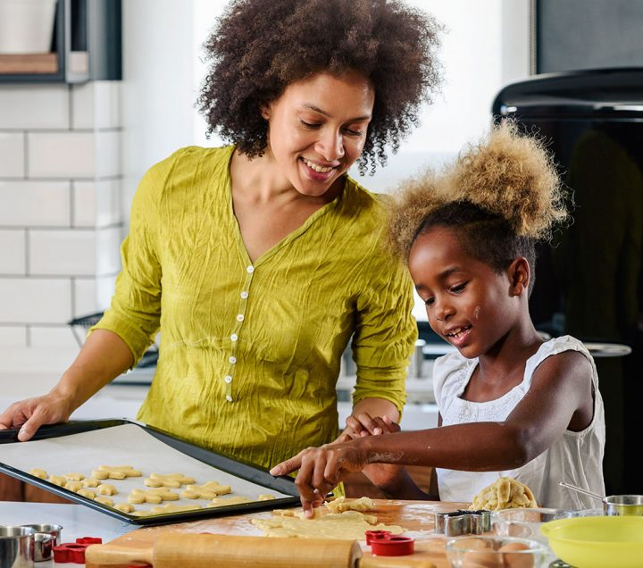 mother-teaching-child-to-cook-1
